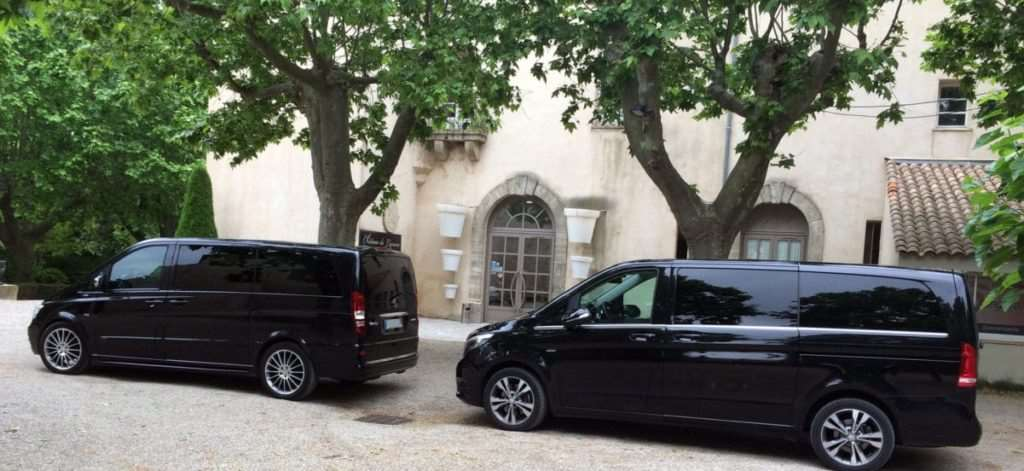 Nice airport taxi: 2 Mercedes v class vans in front of a hotel for a Monaco - Nice airport transfer[:]